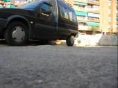 Detall formigó en calçada. Perill pels més febles