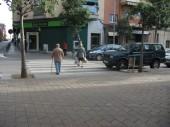 (In) seguretat vial? Pas de vianants amb vehicles estacionats just al punt on creuen els caminants